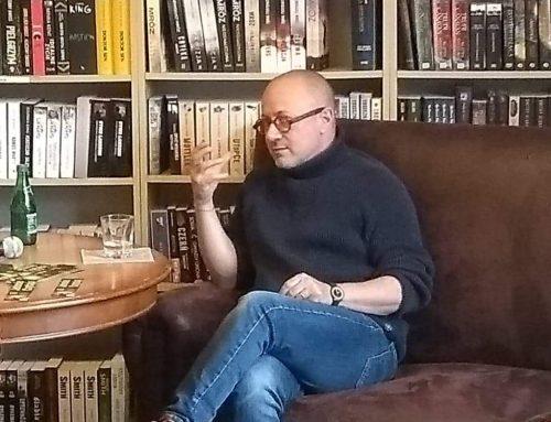 """Wspólne czytanie """"Poufne"""" i rozmowa z Mikołajem Grynbergiem"""